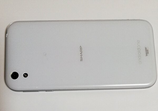 Android One X1の裏面